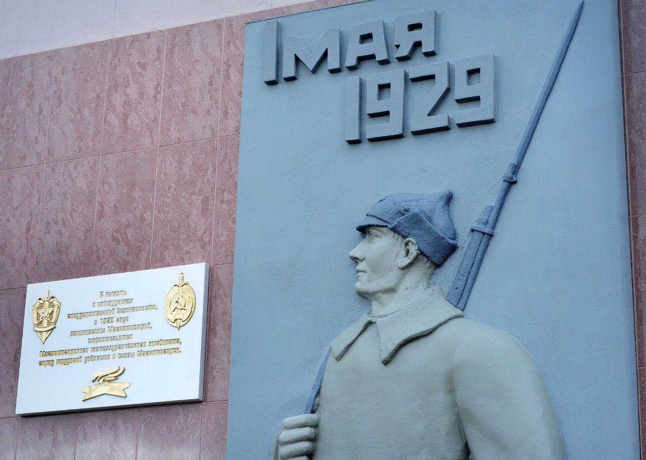 Отреставрировано скульптурное изображение по инициативе ветеранов и сотрудников отдела