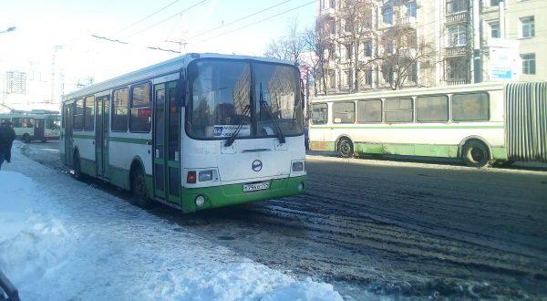 Ревизоры установили, что автобусный парк Челябинска был заправлен ядовитым топливом. Содержание серы превышало норму на 7000%