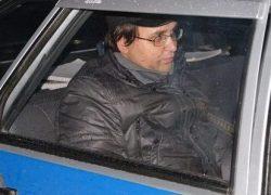 Алексей Казанцев в момент посадки в автомобиль ППС г. Златоуст, 02.11.12 г. )